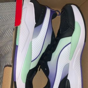 women puma sneakers